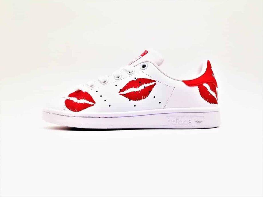 Adidas Custom Stan Smith Kiss créées par Double G Customs, artiste customiser, créateur de chaussures personnalisées sur mesure.