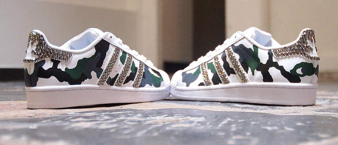 Chaussures customisées custom sneakers adidas superstar camo swarovski double g customs
