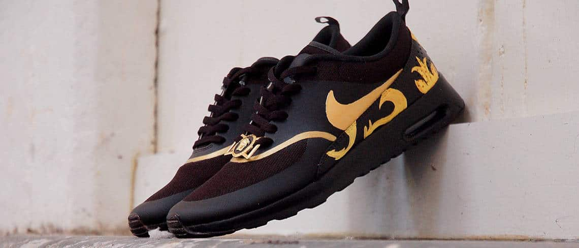 Chaussures customisées custom sneakers Nike air max théa versace double g customs
