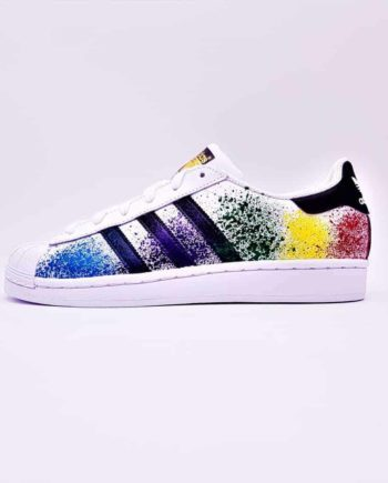 Les Adidas Color Splash de Double G Customs, des Adidas Superstar customisées avec des color splash de toutes les couleurs.