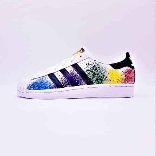 Les Adidas Color Splash de Double G Customs, des Adidas Superstar customisées avec des color splash de toutes les couleurs.