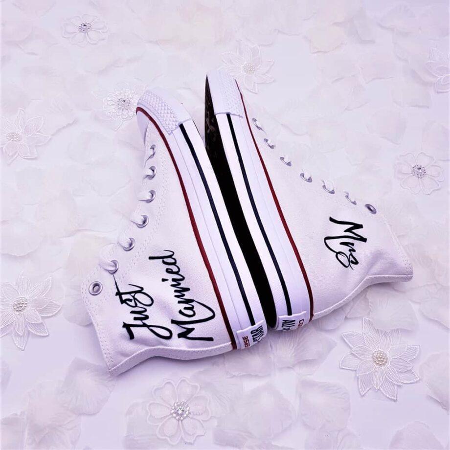 Les Converse personnalisées pour les mariages, Converse Just Married sont réalisées par Double G Customs, artiste spécialisé dans la personnalisation des chaussures de mariage.