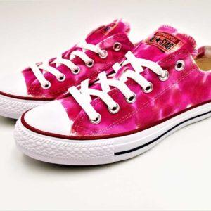 Chaussures customisées par l'artiste Double G customs, converse Bubblegum rose pour l'été