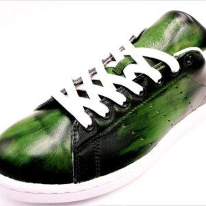 Chaussures personnalisées Adidas Stan Smith Patina Olive par l'artiste Belge Double G Customs, créateur de chaussures personnalisées sur commande. Créez une paire de chaussures personnalisées sur mesure.