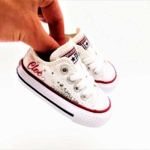 Chaussures personnalisées Converse Swarovski réalisées par Double G Customs avec de strass Swarovski. Les Converse Swarovski Galaxy baby sont réalisées à la main par Double G Customs, artiste customizer, créateur de chaussures personnalisées.