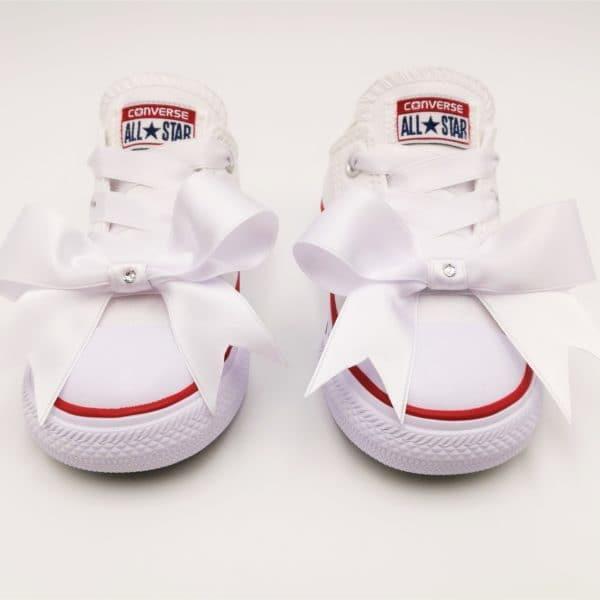 Converse Fairy Baby, chaussures customisées avec des lacets et des noeuds en ruban satin et des strass swarovski