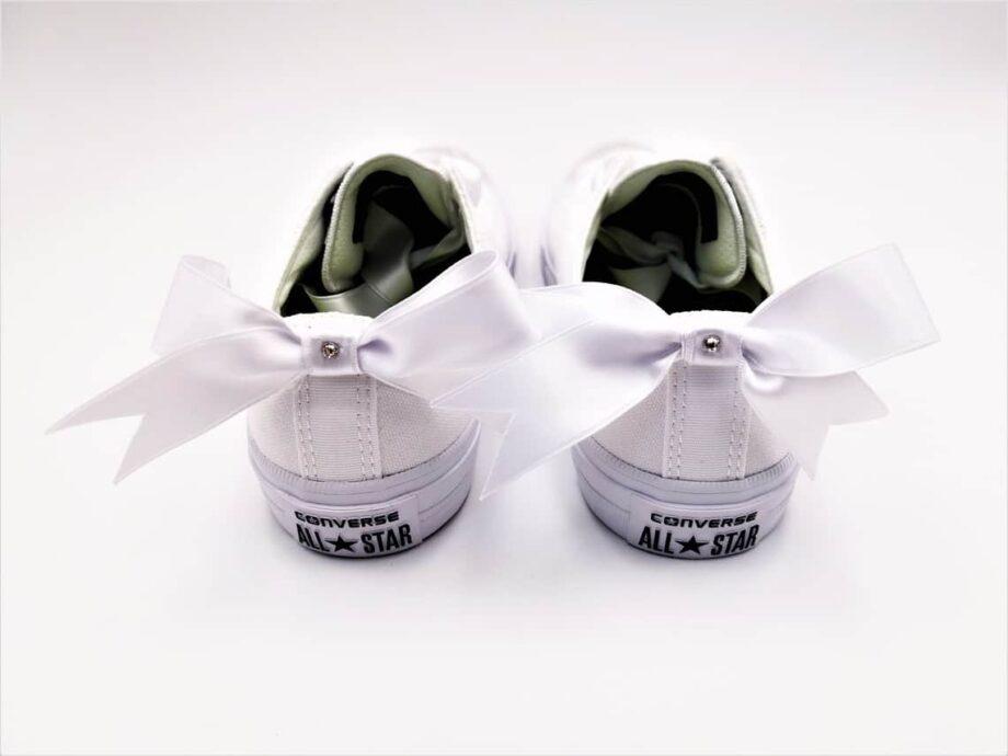 Converse Swarovski Fairy par Double G Customs. Converse Swarovski Custom réalisées avec des strass Swarovski et des lacets et des noeuds en ruban satin. Créez votre paire de converse wedding customisée pour votre mariage chez Double G Customs