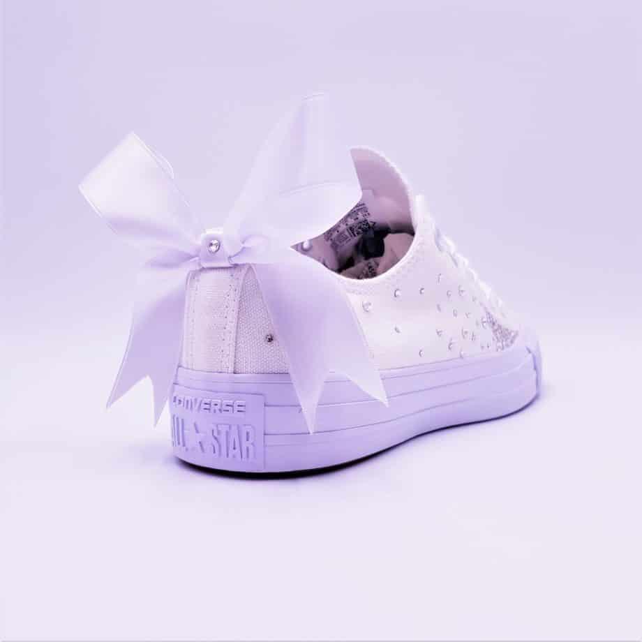 Les converse wedding fairy galaxy, une paire de chassures réalisées par Double G Customs pour les mariages.