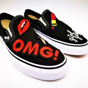 Ces Chaussures personnalisées Vans Custom Slip-On Girl Gang ont été réalisée par l'artiste Belge Double G Customs avec des broderies. Double G Customs, chaussures personnalisables sur mesure.