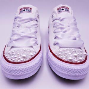 Converse mariage pearl réalisées par Double G Customs avec des strass Swarovski et de perles. Converse mariage personnalisée. Créez sur mesure vos chaussures de mariage personnalisées.