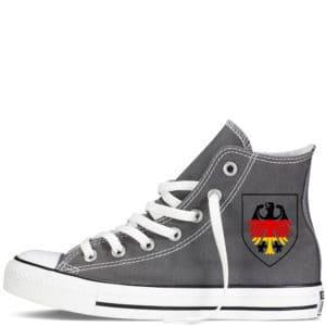Custom sneakers converse Germany supporter 2018 réalisées par Double G Customs. Chaussures personnalisées pour les supporters allemands de football.
