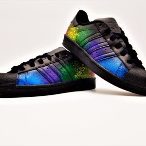 Adidas color splash superstar black édition par Double G Customs, adidas superstar personnalisées avec des éclaboussures de peinture. Adidas superstar custom color splash par l'artiste belge double g customs
