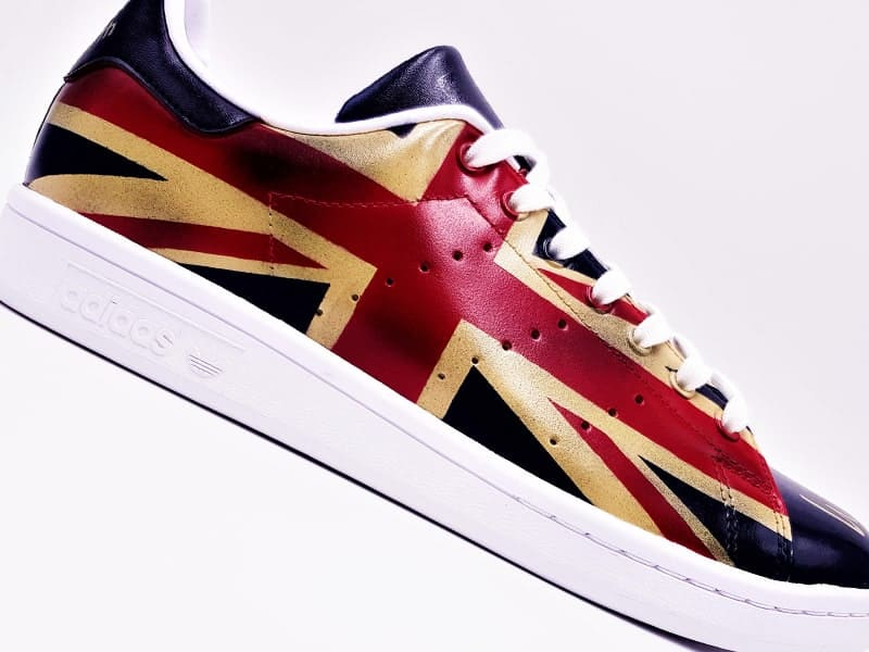 adidas stan smith custom union jack, chaussures customisées par double G Customs, artiste custom sneakers.