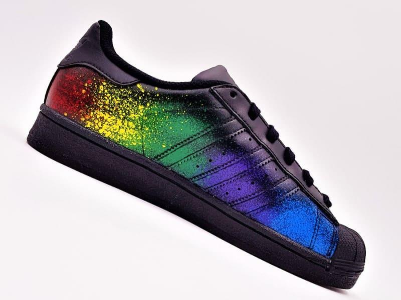 Adidas custom color splash réalisées par Double G Customs, créateur de chaussures customisées.