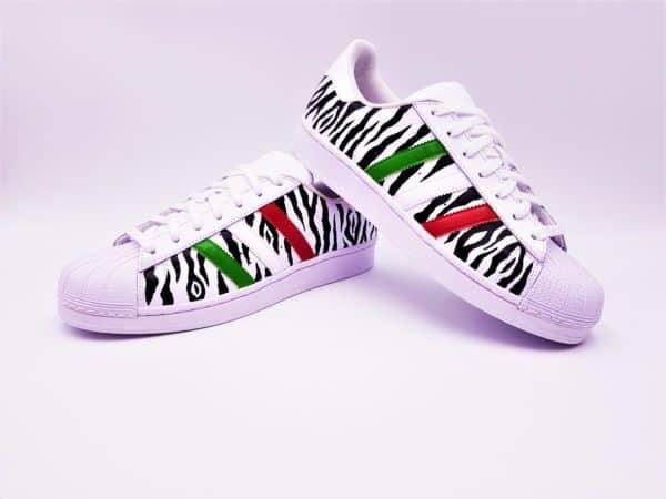 Adidas Superstar Juventus réalisées par Double G Customs, artiste customizer, créateur de chaussures personnalisées sur demande.
