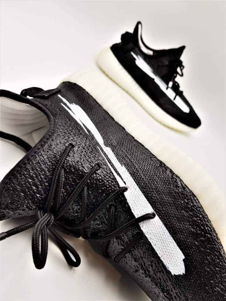 Les Adidas Yeezy Rubber Treatement sont le fruit d'une expérience de Double G LAB. Les premières Yeezy 100% étanches.