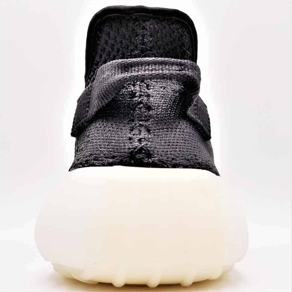 Double G LAB a créé les Adidas Yeezy Rubber Treatement, une paire sneakers yeezy par Kanye West 100% étanches pour l'hiver.