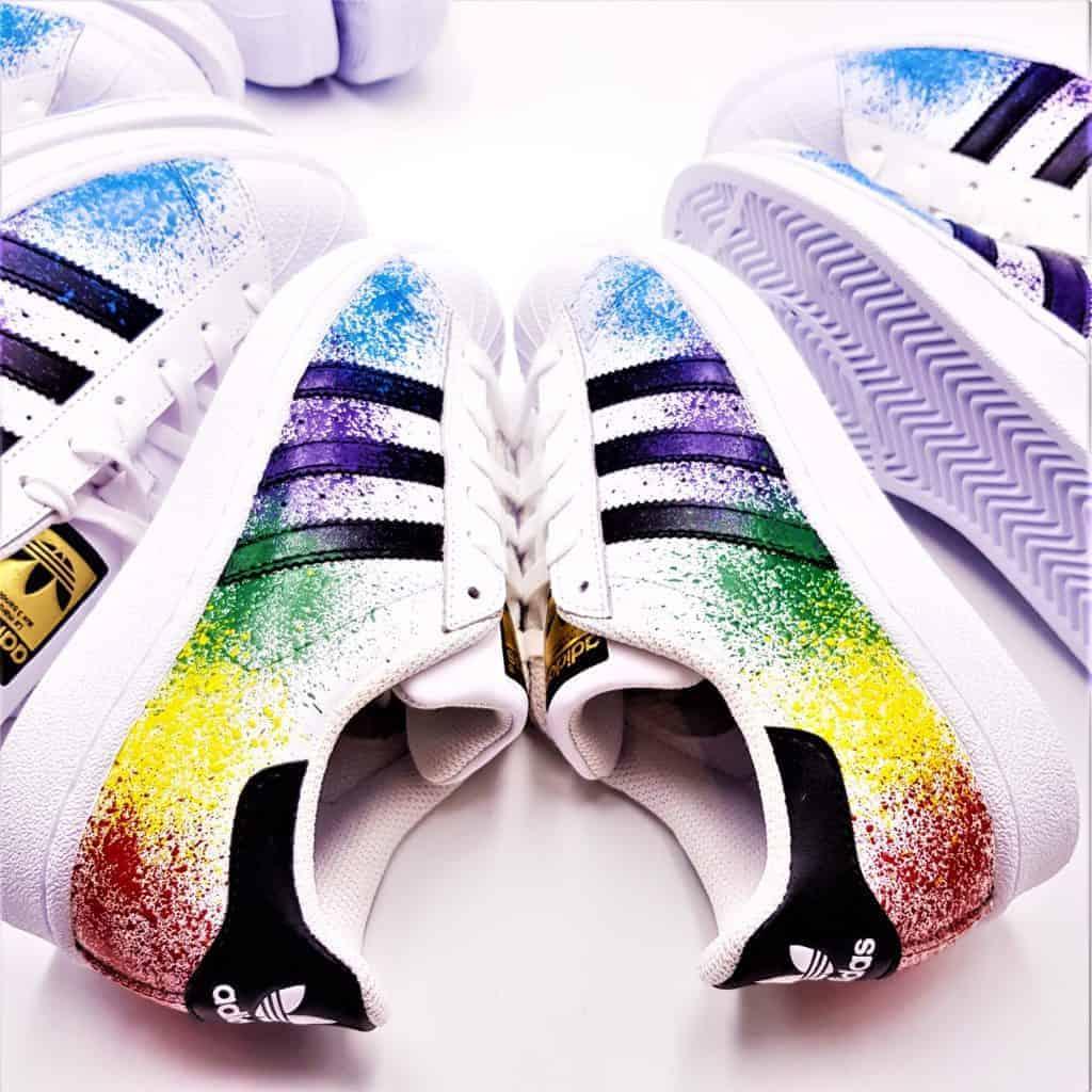 Chaussures personnalsiées adidas color splash superstar par double g customs, créateur de chaussures personnalisées sur mesure