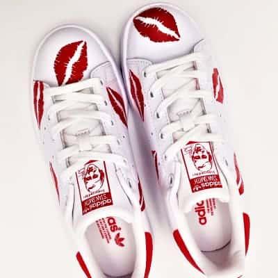 Adidas custom kiss stan smith réalisées par l'artiste belge double g customs, créateur de chaussures customisées