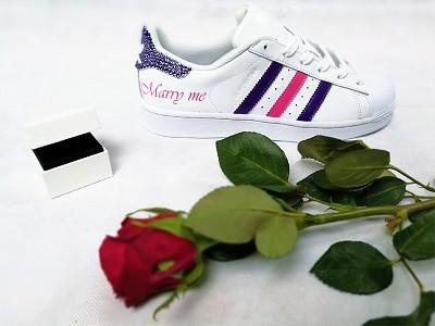 Adidas custom mariage marry me réalisées par double g customs, création de chaussures de mariage personnalisées sur demande.