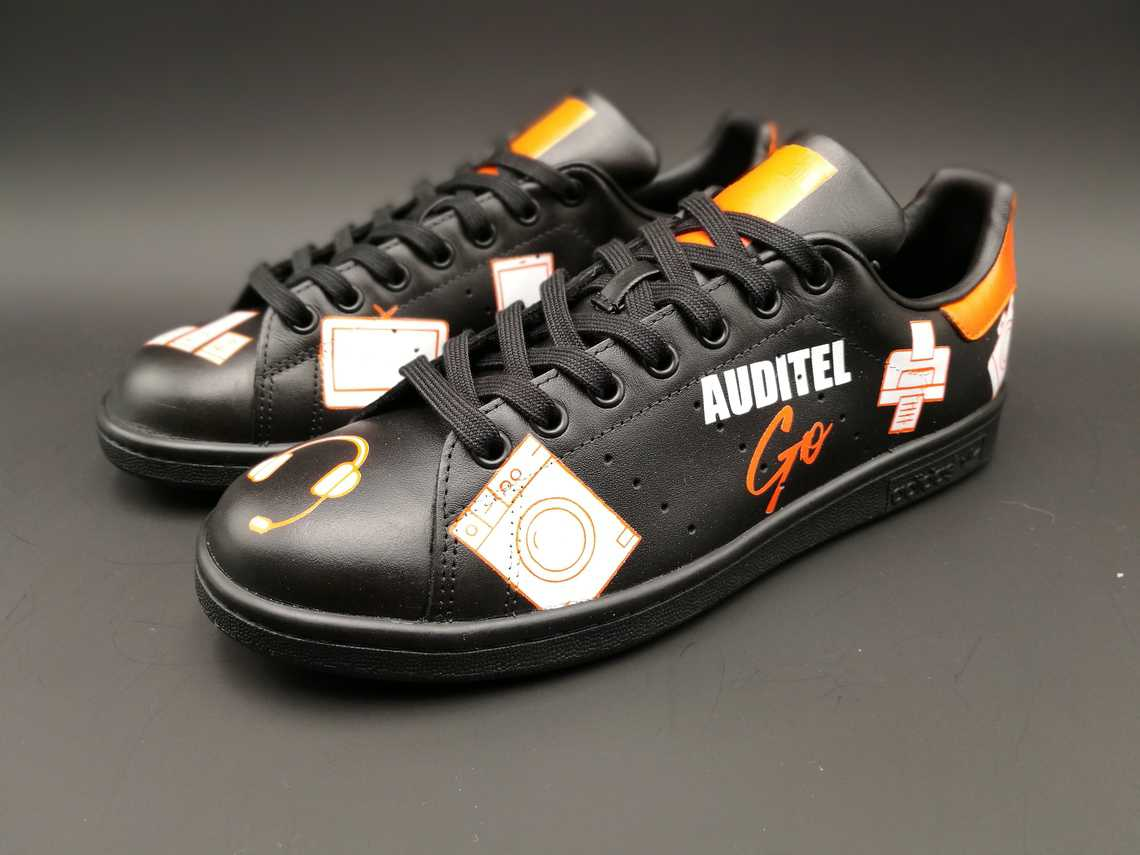 chaussures customisées Adidas Stan Smith custom pour Auditel par Double G Customs