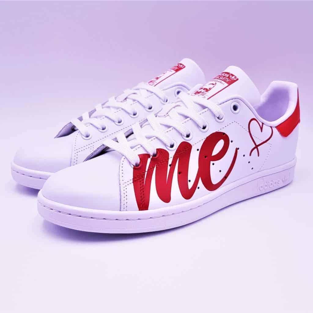Adidas Stan Smith Love Me, un peu d'amour dans ce monde de brutes. Love me par Double G Customs.