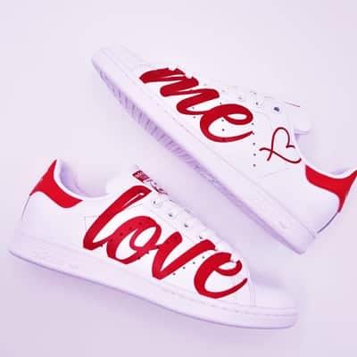 Adidas Stan Smith Love me par Double G Customs, chaussures customisées pour les mariages.