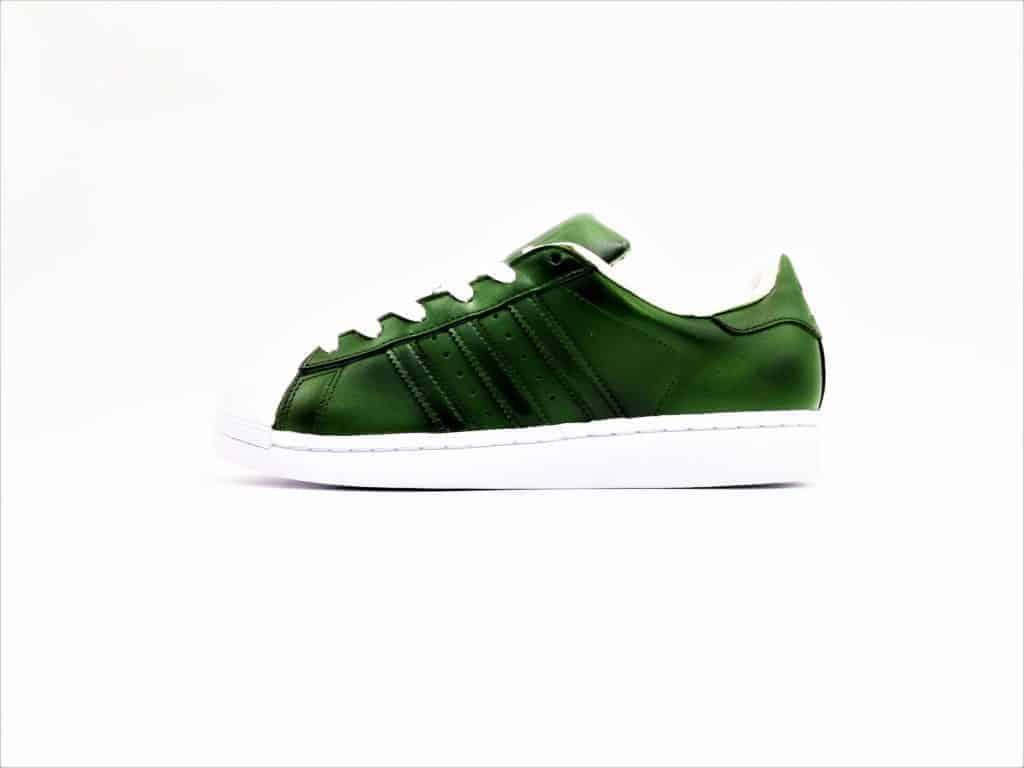 les adidas superstar olive 3 sont réalisée par double g customs, créateur de chaussures customisées.