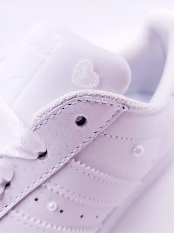 Les adidas Superstar Pearl, le mix parfait entre streetwear et élégance, chaussures personnalisées par Double G Customs