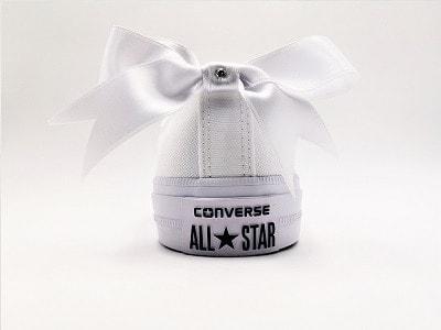 converse mariage noeud en satin par double g customs, création de chaussures de mariage personnalisées sur mesure.