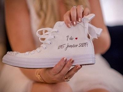 converse mariage I do réalisées par double g customs, artiste spécialisé dans la création de chaussures de mariage personnalisées