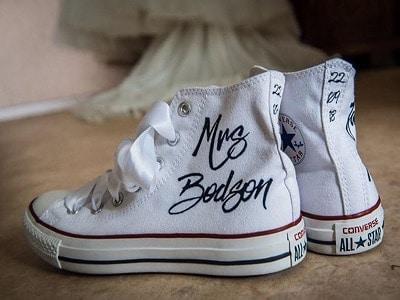 chaussures converse mariage customisées par double g customs, artiste créateur de chaussures de mariage personnalisées