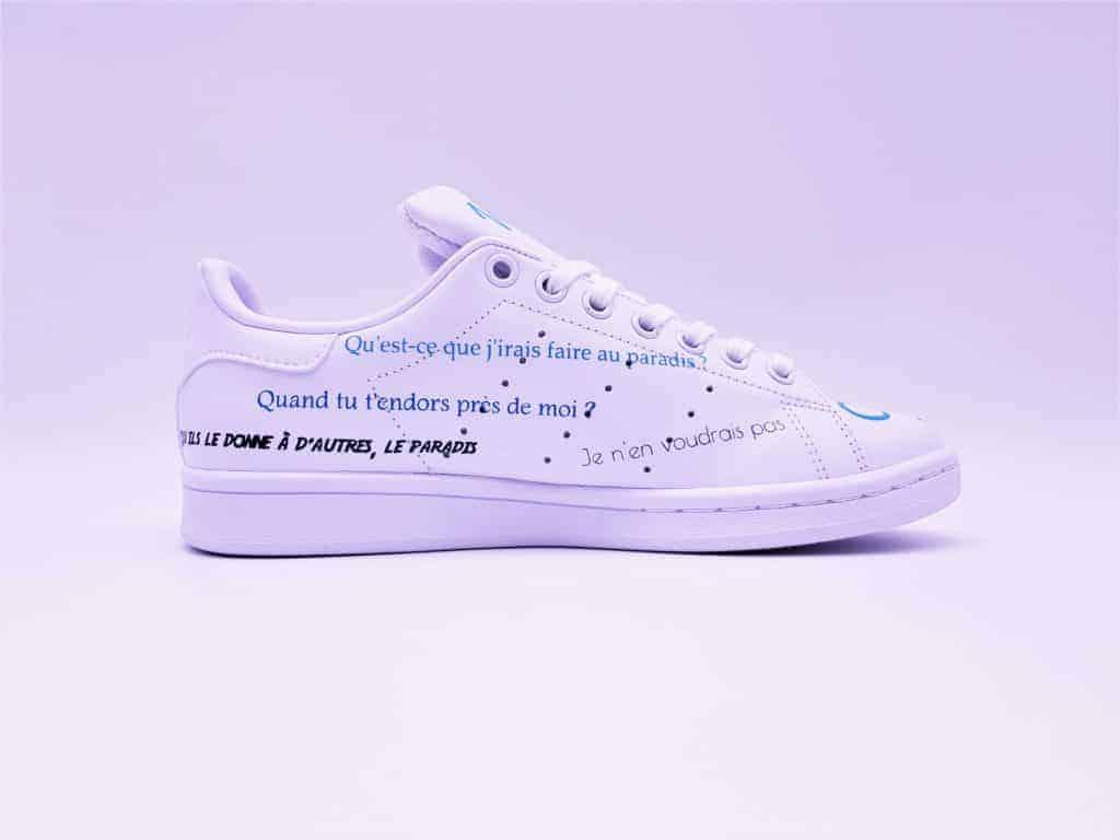 Une demande en mariage originale avec des chaussures personnalisées réalisées par double g customs.