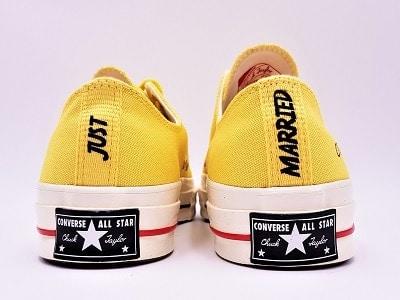 Converse mariage customisées par double g customs. Atelier de création de chaussures de mariage personnalisées.