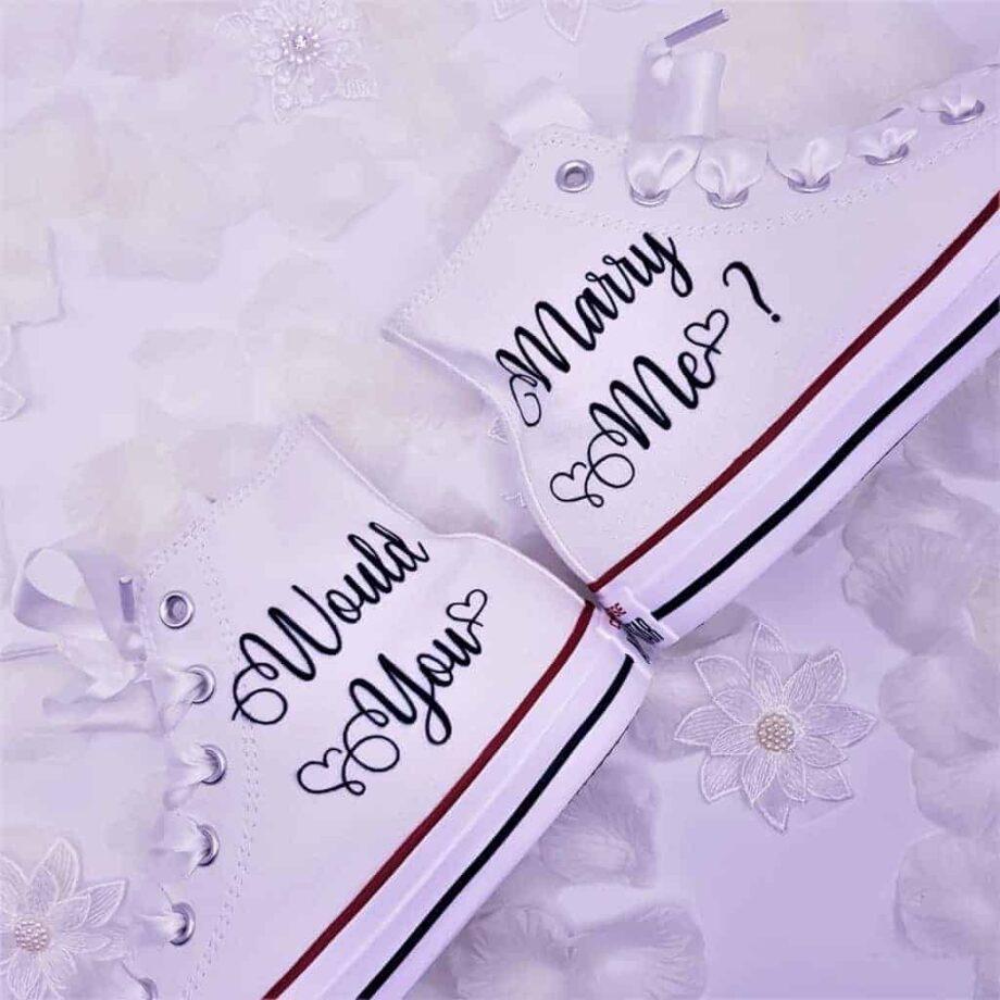 Converse Marry Me, converse pour les demandes en mariage par Double G Customs, chaussures personnalisées sur mesure.