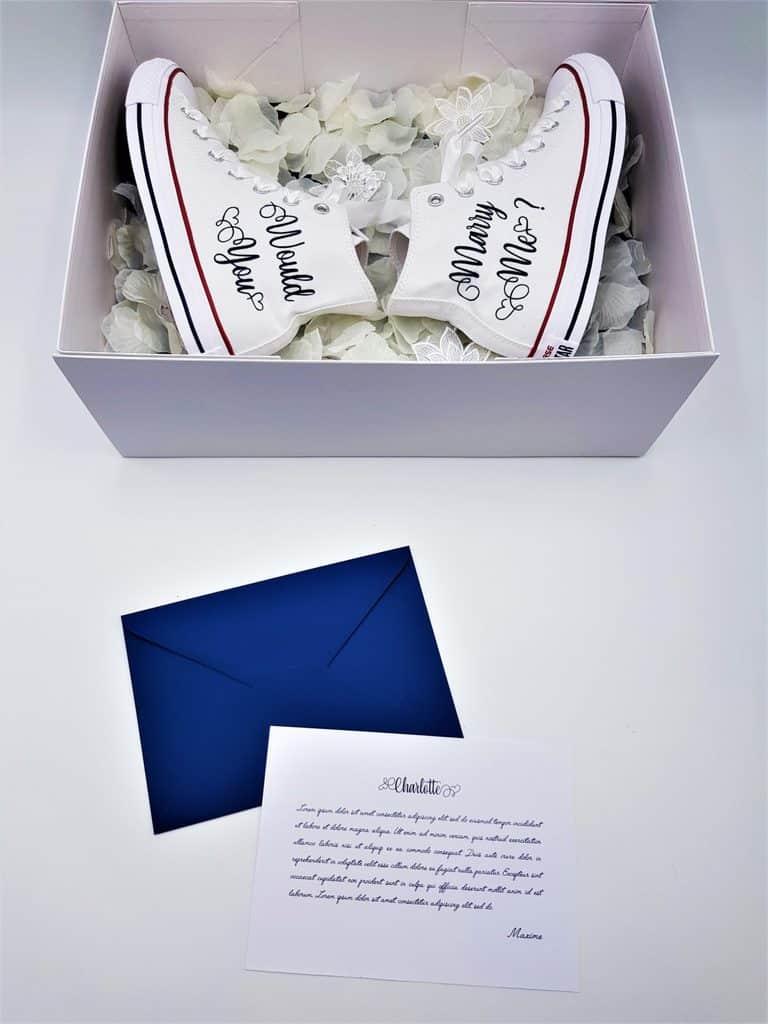 """Demande en mariage originale avec des chaussures Converse Marry Me comprenant l'inscription """"Would you Marry Me"""" par Double G Customs."""