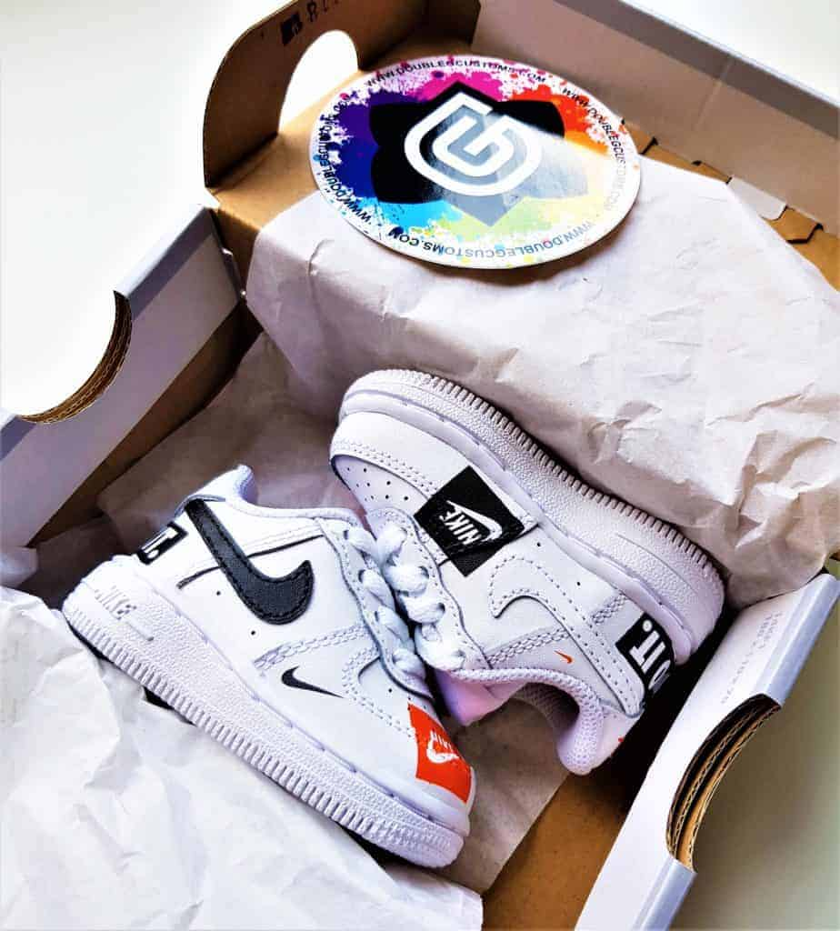 Nike Air force 1 custom Just Do It, chaussures customisées par dougle g customs, artiste custom sneakers.