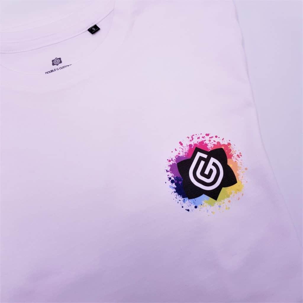 t-shirt double g customs personnalisée avec le logo Double G Customs, atelier de création de chaussures personnalisées
