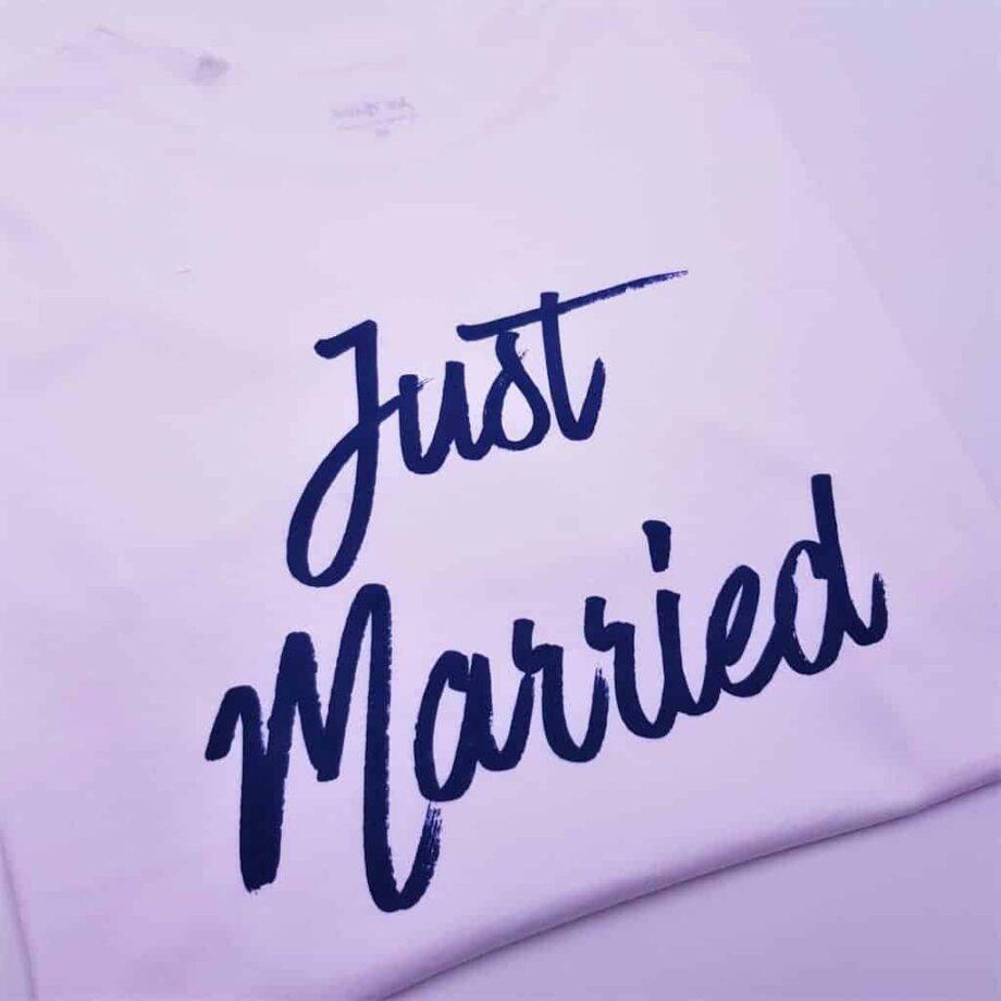 t-shirt just married personnalisé par Double G Customs pour les mariages et les lunes de miel.