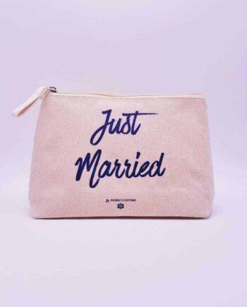 trousse just married personnalisée par Double G Customs, artiste spécialisé dans les chaussures personnalisées pour les mariages.