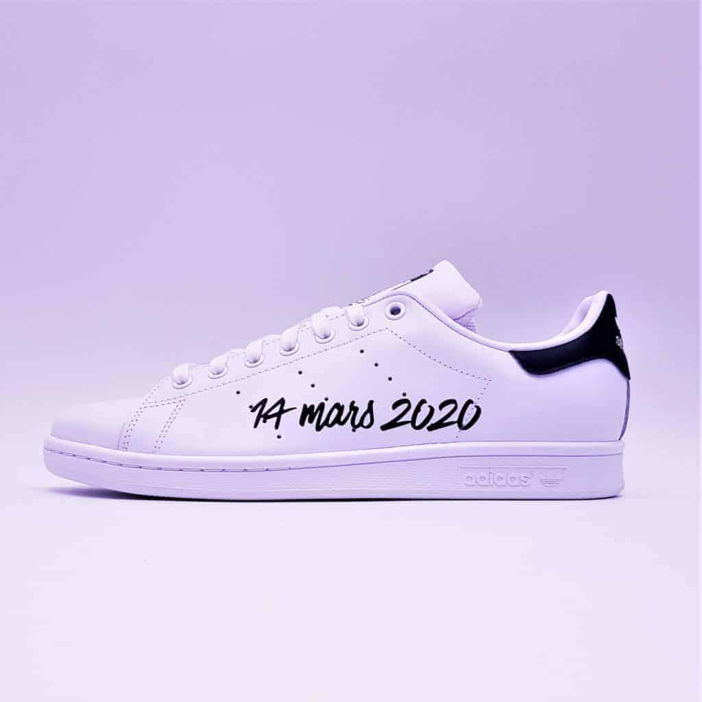 Les adidas stan smith just marired, une paire de chaussures personnalisées spécialement pour les mariages par Double G Customs.