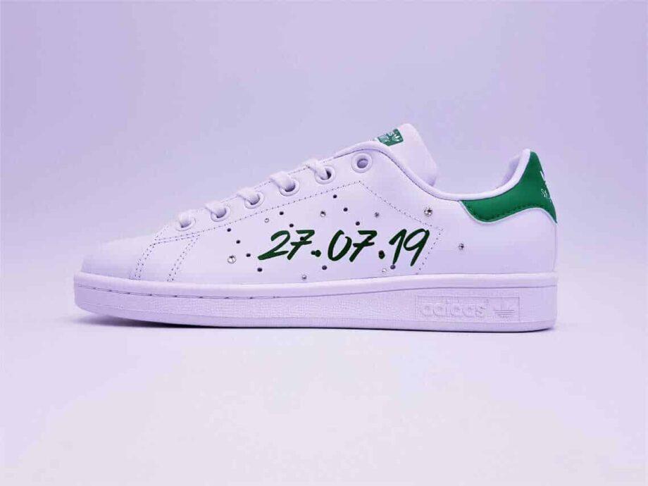 Les Stan Smith Just Married sont parfaites pour les mariages chics et décontractés en baskets. Double G Customs créateur de chaussures de mariage personnalisées.