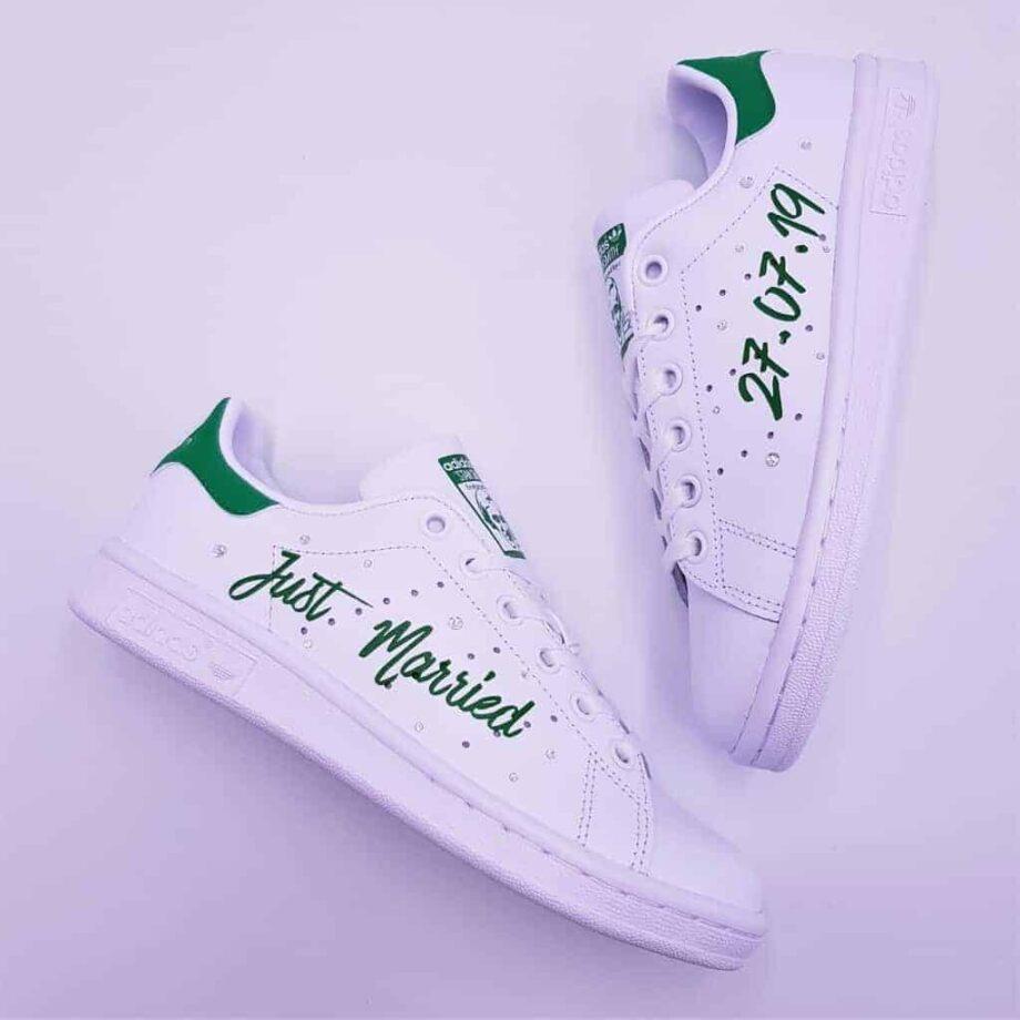 Les Adidas Stan Smith Just Married, un modèle créé par Double G Customs pour les mariages et cool et branchés en baskets.
