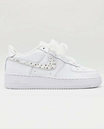 Des Nike Air Force 1 spécialement conçues par Double G Customs pour les mariages, les Nike Air Force 1 Wedding Pearl.