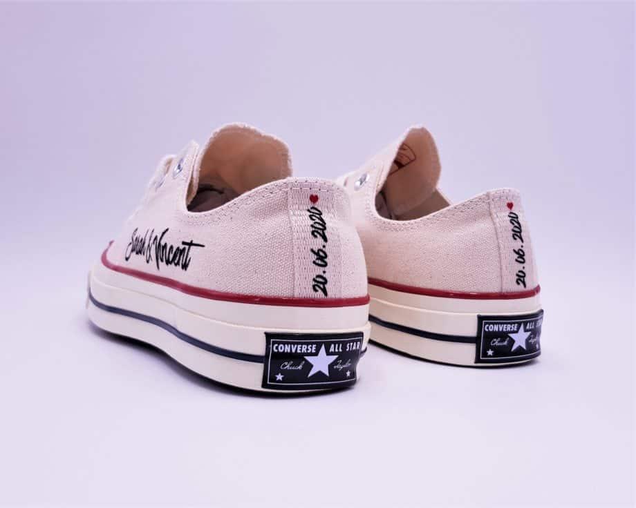 Converse just married 70s par Double G Customs, créateur de chaussures personnalisées pour les mariages.