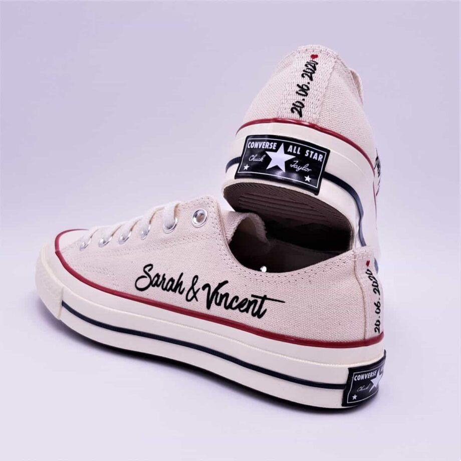 Chaussures de mariage personnalisées Converse 70s par Double G Customs, atelier de création de chaussures de mariage personnalisées sur mesure.