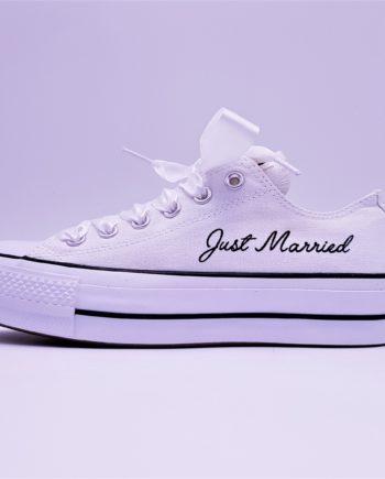Converse Lift Just Married, un modèle de converse personnalisée pour les mariages à semelle compensée par Double G Customs