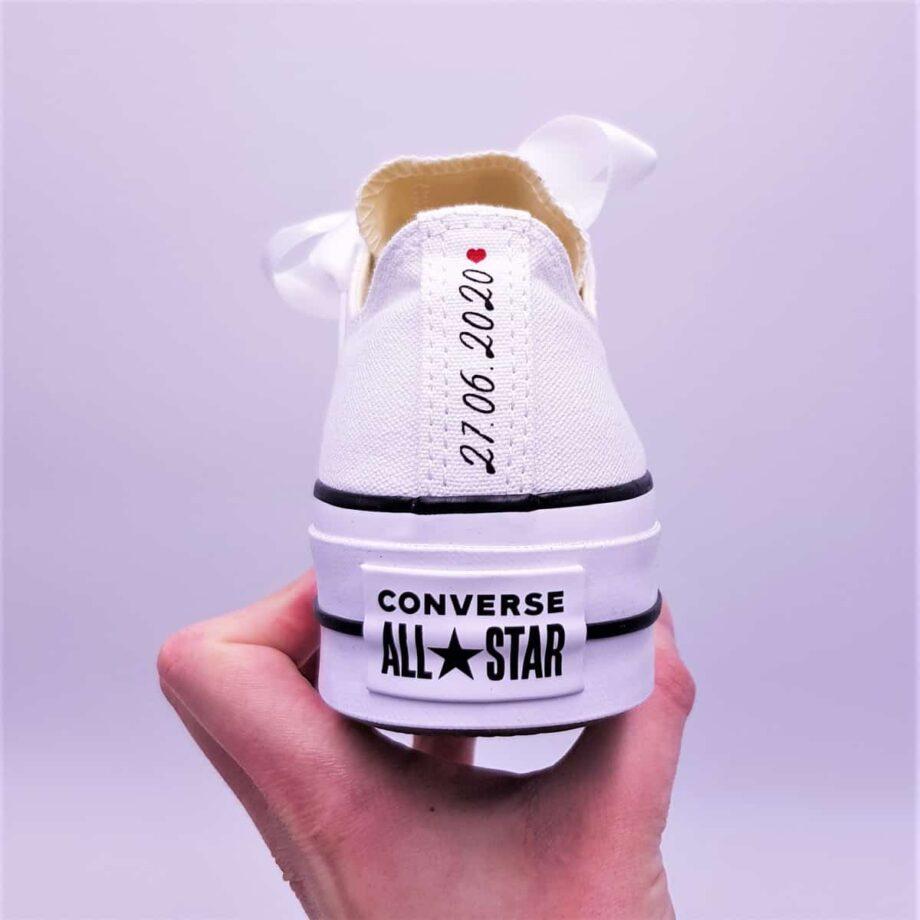 Double G Customs présente les Converse Lift Just Married, des chaussures personnalisées pour les mariages avec les inscriptions Just Married et la date de votre mariage.