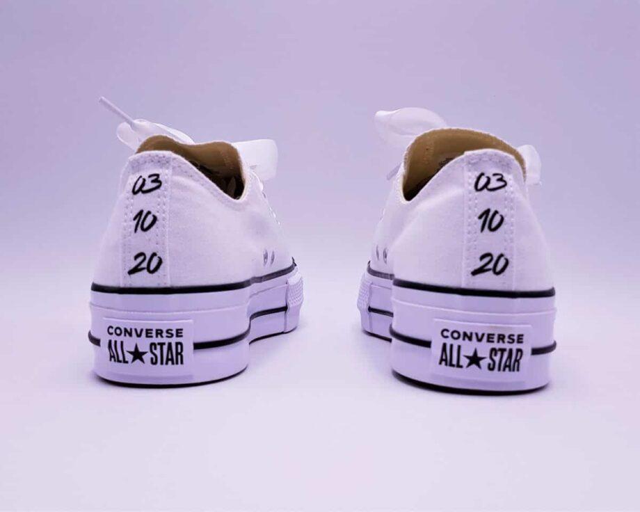Double G Customs présente les Converse Just Married Lift, un modèle de converse à plateforme personnalisé pour les mariages avec l'inscription Just Married.