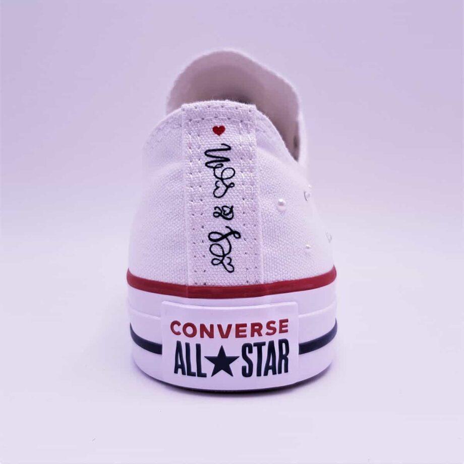 Les Converse Married Since Galaxy, une paire de chaussures personnalisée pour les mariages par Double G Customs.